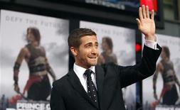 "<p>Cast member Jake Gyllenhaal waves at the premiere of ""Prince of Persia: The Sands of Time"" at the Grauman's Chinese theatre in Hollywood, California May 17, 2010. REUTERS/Mario Anzuoni</p>"