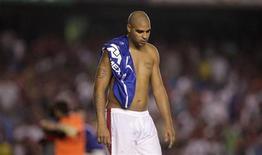 <p>O contrato de Adriano com o Flamengo termina no próximo domingo, e o atacante não vem treinando desde a eliminação da equipe da Copa Libertadores na semana passada. 12/05/2010 REUTERS/Bruno Domingos</p>