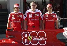 <p>27 maggio 2010, Fernando Alonso, Stefano Domenicali e Felipe Massa in occasione del Gran Premio della Turchia. REUTERS/Osman Orsal</p>