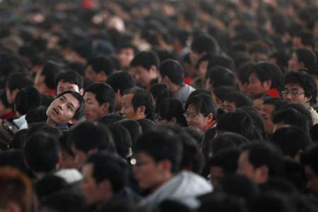 Passengers queue to buy train tickets to go home at the Shanghai Railway Station January 26, 2010. REUTERS/Aly Song