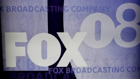 The Fox logo is seen at the Fox TV network summer press tour in Beverly Hills, California in this July 14, 2008 file photo. U.S. broadcast networks have made significant headway in clinching billions of dollars worth of advertising deals for the upcoming TV season. REUTERS/Fred Prouser