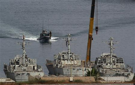 An Israeli navy boat maneuvers at the port of Ashdod June 5, 2010. REUTERS/Baz Ratner