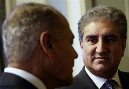 Pakistan's Foreign Minister Shah Mehmood Qureshi (R) looks at Egyptian Foreign Minister Ahmed Aboul Gheit during their meeting at the Egyptian Foreign Ministry in Cairo in this May 22, 2010 file photo. REUTERS/Amr Abdallah Dalsh/Files