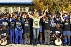 <p>Colombian pop star Shakira dances with school children at the Isu'lihle primary school in Soweto, June 9, 2010. REUTERS/Howard Burditt</p>