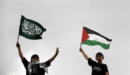 Demonstrators wave a Palestinian flag and a flag of Islam (L) during a protest against Israel in Ankara June 6, 2010. Turkey can count on applause from Arab foreign ministers for championing the cause of Gaza's Palestinians meeting in Istanbul on Thursday, but some may be discomfited that it has done what they have failed to do. REUTERS/Umit Bektas