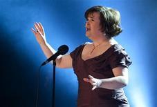 <p>Susan Boyle, l'Ecossaise révélée l'an dernier par une émission télévisée, va chanter devant le pape à l'occasion de la visite de Benoît XVI en Grande-Bretagne en septembre prochain. /Photo prise le 30 janvier 2010/REUTERS/Casper Christoffersen/Scanpix</p>