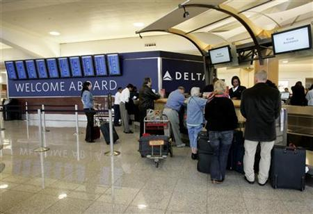 Passengers check in at a Delta Air Lines ticket counter at Hartsfield-Jackson Atlanta International Airport in Atlanta, Georgia in this April 15, 2008 file photo. REUTERS/Tami Chappell