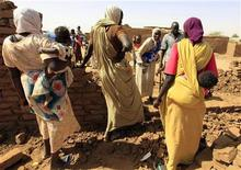 <p>Internally displaced people chat while using handmade bricks to build their shelter at Abu Shouk IDP's camp in Al Fasher, northern Darfur April 14, 2010. REUTERS/Zohra Bensemra</p>
