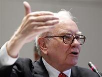 <p>Un enchérisseur a remporté un déjeuner avec l'investisseur américain Warren Buffett en proposant sur eBay la somme de 2,63 millions de dollars (2,17 millions d'euros). /Photo prise le 2 juin 2010/REUTERS/Shannon Stapleton</p>