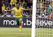 """<p>""""Foram o melhor gol e partida da minha carreira"""", disse o meia-atacante da seleção sul-africana Siphiwe Tshabalala. 11/06/2010 REUTERS/Henry Romero</p>"""