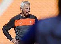 <p>O técnico da Holanda, Bert van Marwijk, encontra defeitos em quase tudo que presenciou até agora na Copa do Mundo. 13/06/2010 REUTERS/Michael Kooren</p>