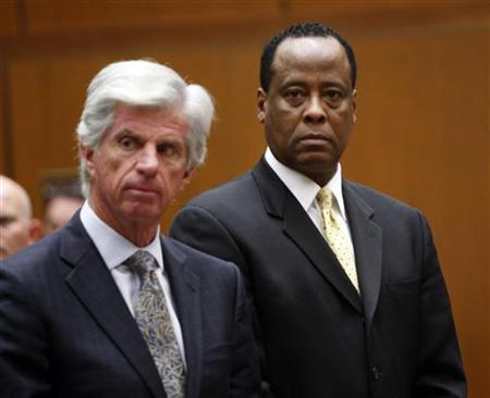 Dr. Conrad Murray (R) stands next to his attorney J. Michael Flanagan during his hearing at a Criminal Court in Los Angeles April 5, 2010. Murray is charged with involuntary manslaughter in pop singer Michael Jackson's June 2009 death. REUTERS/David McNew/Pool