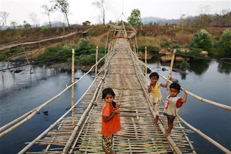 Children cross over an improvised bridge in the village of Phnom Dambang where around 95 percent of people suffered from malaria, according to a local health care worker near Pailin in western Cambodia January 28, 2010. REUTERS/Damir Sagolj