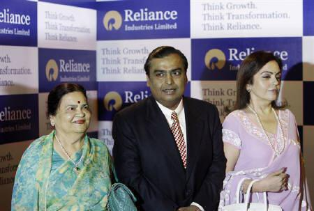 Mukesh Ambani, chairman of Indian energy major Reliance Industries, arrives with his wife Nita Ambani (R) and mother Kokilaben Ambani (L) to address the annual shareholders meeting in Mumbai June 18, 2010.REUTERS/Danish Siddiqui