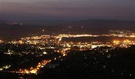 <p>A general view of Nelspruit at night, November 24, 2009. REUTERS/Rogan Ward</p>