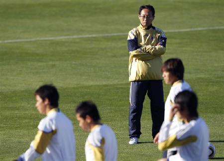 Japan's head coach Takeshi Okada attends a training session at the Princess Magogo Stadium in Durban, June 18, 2010. Japan will play against Netherlands on June 19 in Group E of the 2010 World Cup in South Africa.   REUTERS/Toru Hanai