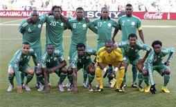 <p>Сборная Нигерии перед началом второго матча группы B против Греции, Блумфонтейн 17 июня 2010 года. Нигерия встретится с Южной Кореей в матче группы B ЧМ-2010 во вторник. REUTERS/Jorge Silva</p>
