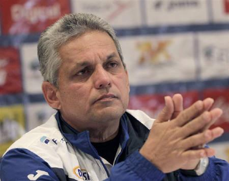 Honduras' national soccer head coach Reinaldo Rueda listens to a journalist's questions during a news conference at his hotel in Johannesburg June 18, 2010. Honduras will play against Spain on June 21. REUTERS/Henry Romero