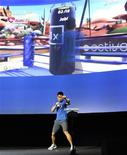 <p>A EA demonstra um jogo para o Xbox 360 Kinect. Grandes redes varejistas nos Estados Unidos já começaram a pré-venda do Kinect, acessório com sensor de movimento da Microsoft para seu console Xbox, a 149,99 dólares --mesmo sem a companhia ter anunciado um preço oficial para o aparelho.14/06/2010.REUTERS/Gus Ruelas</p>