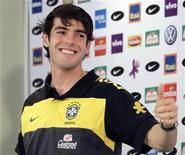 <p>Kaká participa de coletiva de imprensa em Johanesburgo. Kaká não descartou a possibilidade de passar por uma cirurgia depois do Mundial, apesar de se dizer aliviado com a atuação contra a Costa do Marfim. 22/06/2010 REUTERS/Paulo Whitaker</p>