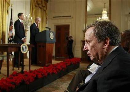 Larry Summers, an economic advisor in the Obama administration, watches as U.S. President Barack Obama and Vice President Joe Biden speak in the East Room of the White House in Washington, January 30, 2009. REUTERS/Jason Reed