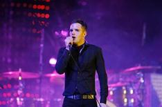 <p>Vocalist Brandon Flowers of The Killers performs at the Coachella Music Festival in Indio, California in this April 18, 2009 file photo. REUTERS/Mario Anzuoni</p>