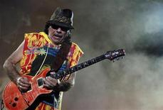 <p>Guitarist Carlos Santana performs during a concert at Olympic stadium in Athens, July 8, 2009. REUTERS/John Kolesidis</p>