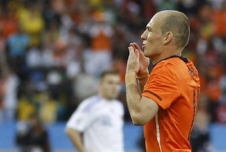 Netherland's Arjen Robben celebrates his goal during the 2010 World Cup second round soccer match against Slovakia at Moses Mabhida stadium in Durban June 28, 2010.    REUTERS/Jerry Lampen