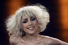 <p>A cantora norte-americana Lady Gaga participa de um programa de televisão na Alemanha em 2009. Neste ano, as mulheres assumiram três dos cinco postos da lista da revista Forbes de personalidades mais bem remuneradas, que menciona pela primeira vez a Lady Gaga, em quarto lugar no ranking. 07/11/2009 REUTERS/Axel Heimken/Pool</p>