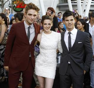 Cast members Robert Pattinson (L), Kristen Stewart (C) and Taylor Lautner pose at the premiere of ''The Twilight Saga: Eclipse'' during the Los Angeles Film Festival at Nokia theatre at L.A. Live in Los Angeles June 24, 2010. REUTERS/Mario Anzuoni