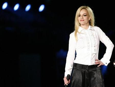 Singer Britney Spears performs with Madonna during Madonna's ''Sticky and Sweet'' tour at Dodgers stadium in Los Angeles November 6, 2008. REUTERS/Mario Anzuoni