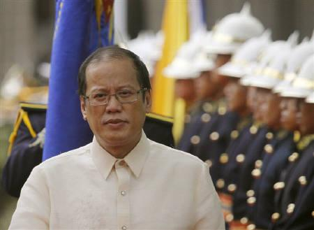 Philippine President Benigno ''Noynoy'' Aquino III inspects the honour guard as he arrives at the Presidential Palace in Manila June 30, 2010. REUTERS/Aaron Favila/Pool