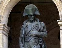 <p>Une mèche de cheveux de Napoléon Ier a été vendue 13.000 dollars (10.600 euros) dans une vente aux enchères mercredi en Nouvelle-Zélande. /Photo d'archives/REUTERS/Charles Platiau</p>