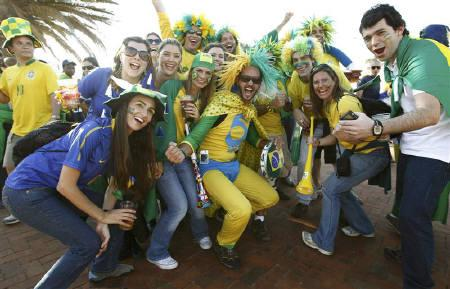Fans pose for pictures before the 2010 World Cup quarter-final soccer match between Netherlands and Brazil in Port Elizabeth July 2, 2010.   REUTERS/Eddie Keogh