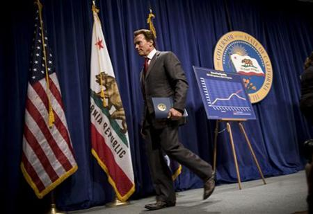 California Governor Arnold Schwarzenegger exits the stage after proposing his $83.4 billion state budget plan in Sacramento, California May 14, 2010. REUTERS/Max Whittaker
