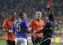 <p>Felipe Melo foi expulso em jogo contra a Holanda, em que o Brasil foi eliminado na Copa do Mundo. REUTERS/Rogan Ward</p>