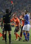 <p>Felipe Melo foi expulso em partida contra a Holanda que eliminou o Brasil da Copa do Mundo: Dunga exime o jogador pela derrota e admitiu nervosismo. REUTERS/Rogan Ward</p>
