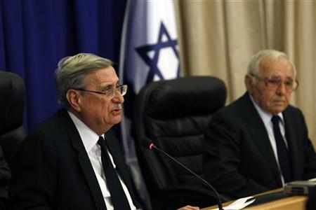 Retired Israeli Supreme Court Justice Jacob Turkel (L) and Major General in reserves Amos Horev attend the opening statement of a commission of inquiry into a deadly raid on a Gaza aid flotilla, in Jerusalem June 28, 2010. REUTERS/Ronen Zvulun