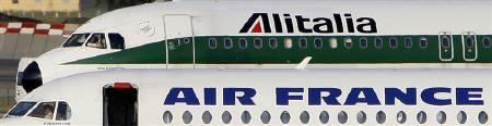 An Alitalia plane passes an Air France aircraft on the tarmac of Fiumicino International Airport in Rome, September 25, 2008. REUTERS/Max Rossi/Files