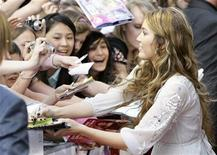 <p>Miley Cyrus signs autographs before the German film premiere 'Hannah Montana-The Movie' in Munich April 25, 2009. REUTERS/Michaela Rehle</p>