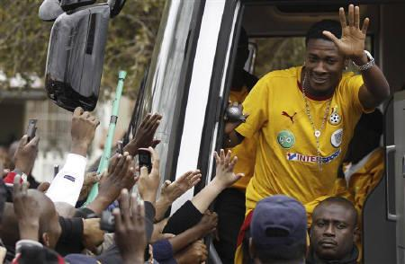 Ghana's Asamoah Gyan waves to soccer fans during his team's visit to Soweto, July 4, 2010. REUTERS/Siphiwe Sibeko/Files