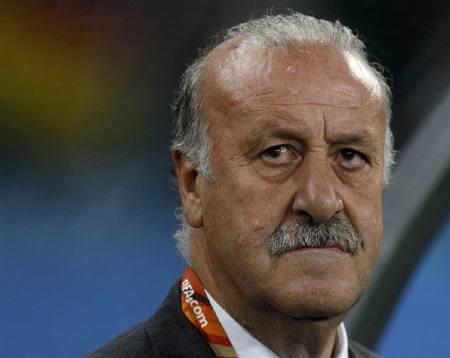 Spain's coach Vicente del Bosque is seen during their 2010 World Cup semi-final soccer match against Germany at Moses Mabhida stadium in Durban July 7, 2010.  REUTERS/Ina Fassbender