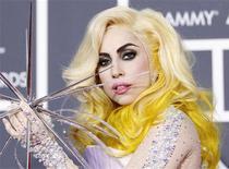 <p>Lady Gaga nos Grammys deste ano em Los Angeles. O grupo por trás da maior cerimônia da indústria musical disse nesta quarta-feira que mudaria as regras de elegibilidade para a categoria de artista revelação para que uma artista como Lady Gaga não seja excluída novamente. 31/01/2010 REUTERS/Mario Anzuoni</p>