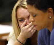 """<p>Atriz Lindsay Lohan reage à sentença ao lado de sua advogada, Shawn Chapman Holley, que considerou a pena de prisão de 90 dias """"injusta"""". REUTERS/David McNew/Pool</p>"""
