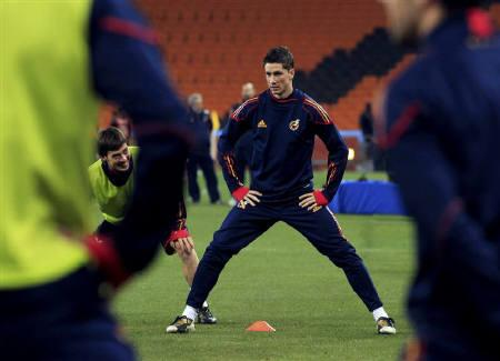 Spain's Fernando Torres stretches during a training session at Soccer City stadium in Johannesburg July 10, 2010, a day before they play Netherlands in the 2010 World Cup final. REUTERS/Marcelo Del Pozo