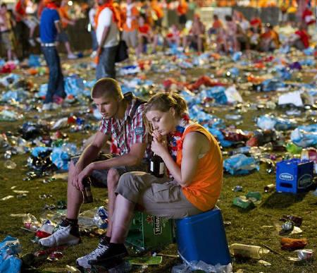 Netherlands fans react at an outdoor televised screening after their lost to Spain in the 2010 World Cup final soccer match, in Amsterdam July 11, 2010.  REUTERS/United Photos/Toussaint Kluiters