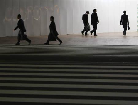 7月12日、「7月ロイター企業調査」で、消費税率の引き上げについて「現時点では何とも言えない」が53%と最多となった。写真は2008年11月、都内で撮影(2010年 ロイター/Kim Kyung-Hoon)