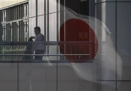 7月13日、フィッチ・レーティングスは、参議院選挙で民主党が低迷したことを受け、日本の財政再建が一段と困難になるとの見方を示した。写真は都内で4月撮影(2010年 ロイター/Issei Kato)