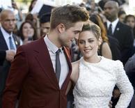 """<p>Imagen de archivo de los actores Robert Pattinson y Kristen Stewart, en la premier de """"The Twilight Saga: Eclipse"""", en Los Angeles. Jun 24 2010. Vampiros y ogros dominaron la taquilla británica durante el fin de semana, con la última película de las series Twilight marcando un nuevo récord en un estreno este año, según informó el martes Screen International. REUTERS/Mario Anzuoni/ARCHIVO</p>"""