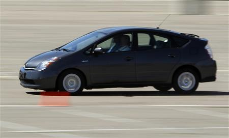 A 2008 Toyota Prius brakes in a stadium parking lot following Toyota's announcement of preliminary findings regarding their investigation of an unintended acceleration incident involving a 2008 Prius, during a news conference in San Diego, California, in this March 15, 2010 file photo. Toyota Motor Corp said on July 14 its investigation of nearly 2,000 cases of unintended acceleration had found no problem with its electronic throttle system, and that driver error was to blame in some cases. REUTERS/Mike Blake/Files